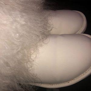 "Women's Bearpaw ""Boo boots"" size 9"